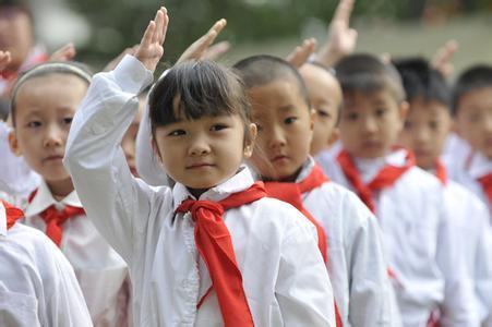 """建队纪念日""""红领巾相约中国梦""""入队仪式主持稿"""