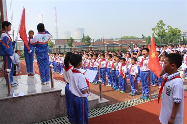 长兴七小:红领巾心向党 队旗见证我成长